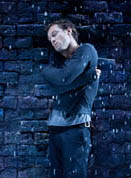 """Jude Law brings a powerful pulsating animal energy to """"Hamlet"""""""