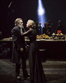Ethan Hawke as Macbeth and Anne-Marie Duff as Lady Macbeth at the banquet, photo T. Charles Erickson.