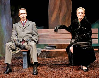 aul Niebanck and Kathleen Chalfant in 'A Walk in the Woods,' photo Carol Rosegg.