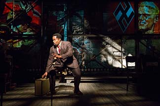 Daniel Beaty as Paul Robeson dealing with world politics in the 30s, photo Max Gordon.