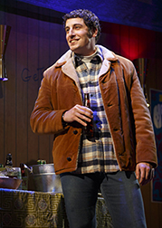 Jason Biggs as Scoop, photo Joan Marcus.