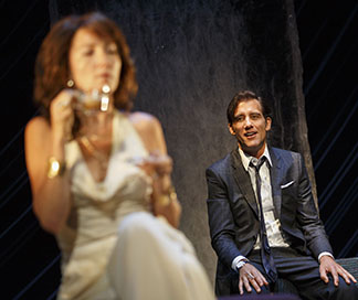 Eve Best as Anna, Clive Owen as Deeley, photo Joan Marcus.