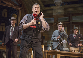 John Goodman as the sheriff with reporters Christopher McDonald as Murphy of the Journal, Dylan Baker as McCue of the City News Bureau, Clarke Thorell as Kurger of the Journal of Commerce, photo Julieta Cervantes.